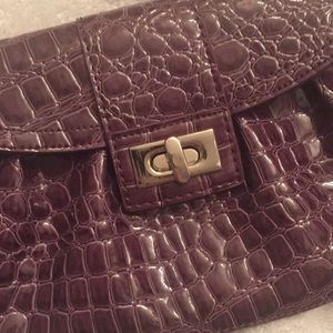 Purple clutch in excellent condition